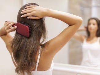 La pérdida de cabello más intensa de lo normal- es un tipo de alopecia derivada de un aporte deficitario de los elementos esenciales para el normal metabolismo del cabello
