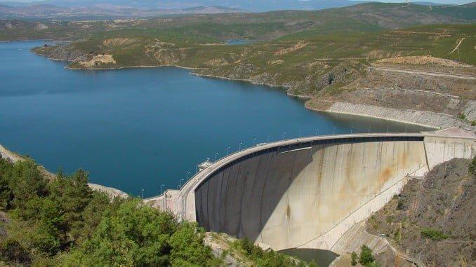 Los embalses almacenan actualmente 20.446 hectómetros cúbicos (hm³) de agua, disminuyendo en la última semana en 129 hectómetros cúbicos (el 0,2 por ciento de la capacidad total de los embalses)