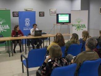 Jesús Manuel Bueno y María José Pulido en una reunión con vecinos del Distrito IV