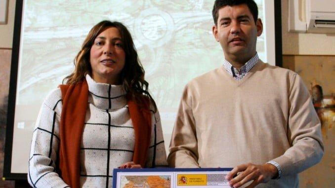 El alcalde de Valverde y la senadora Loles López presentan el proyecto de la rotonda de Los Pinos