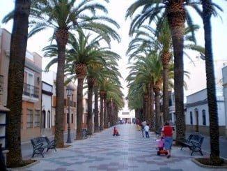 La localidad de Isla Cristina recibe ayuda de la Junta para arreglar desperfectos en sus calles