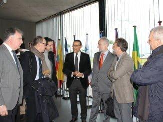 Ignacio Caraballo y José Fiscal junto a algunos de los participantes en la jornada sobre el cambio climático