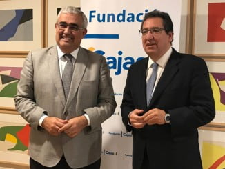 El consejero de Economía y Conocimiento, Antonio Ramírez de Arellano y Antonio Pulido, presidente de Cajasol