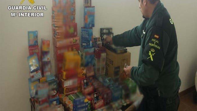 Juguetes y material pirotécnico intervenido por la Guardia Civil