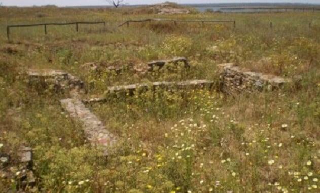 Isla de Saltés se encuentra en los estuarios de los ríos Tinto y Odiel, en el entorno de la Ría de Huelva
