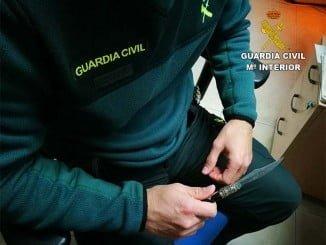 La Guardia Civil que detuvo al presunto autor de los hechos intervino la navaja con la que amenazó a los menores