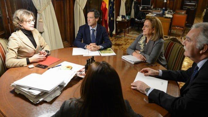 Isabel Tejerina reunida con representantes de Fertibería el pasado día 13