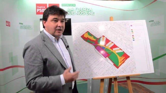 El alcalde explicó a la prensa los pormenores del nuevo Centro de Salud de Isla Chica ante el plano del edificio