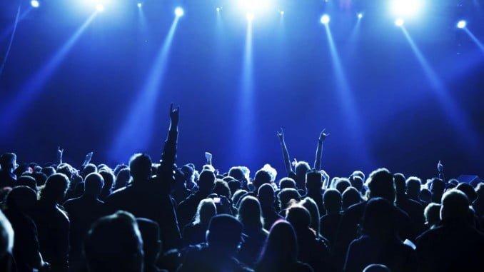 La reducción del IVA cultural todavía no provoca cambios relevantes en los precios de los conciertos en España: descienden de media un 0,76%