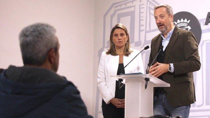 Manuel Gómez Márquez y María Villadeamigo en rueda de prensa