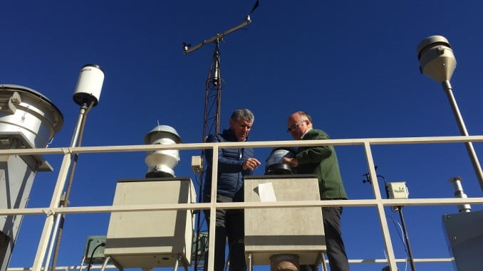 Cortés visita las instalaciones de 'Contaminación Atmosférica', una unidad asociada al CSIC