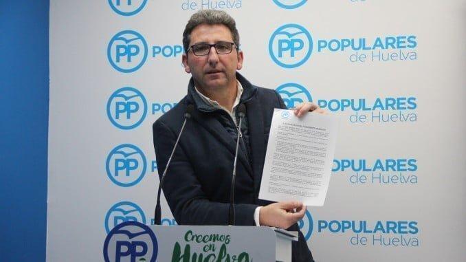 Álvaro Burgos pide explicaciones al alcalde de Moguer por el cotillón de fin de año