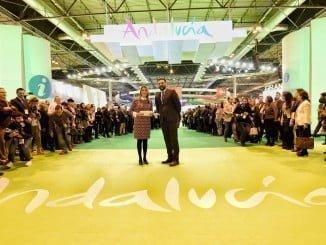 Susana Díaz, junto en el consejero de Turismo, en la inauguración del pabellón de Andalucía en Fitur
