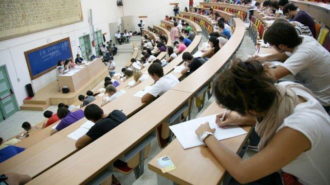 En cuanto a los centros de procedencia de los beneficiarios, el 79,4% ha cursado estudios en universidades de Andalucía