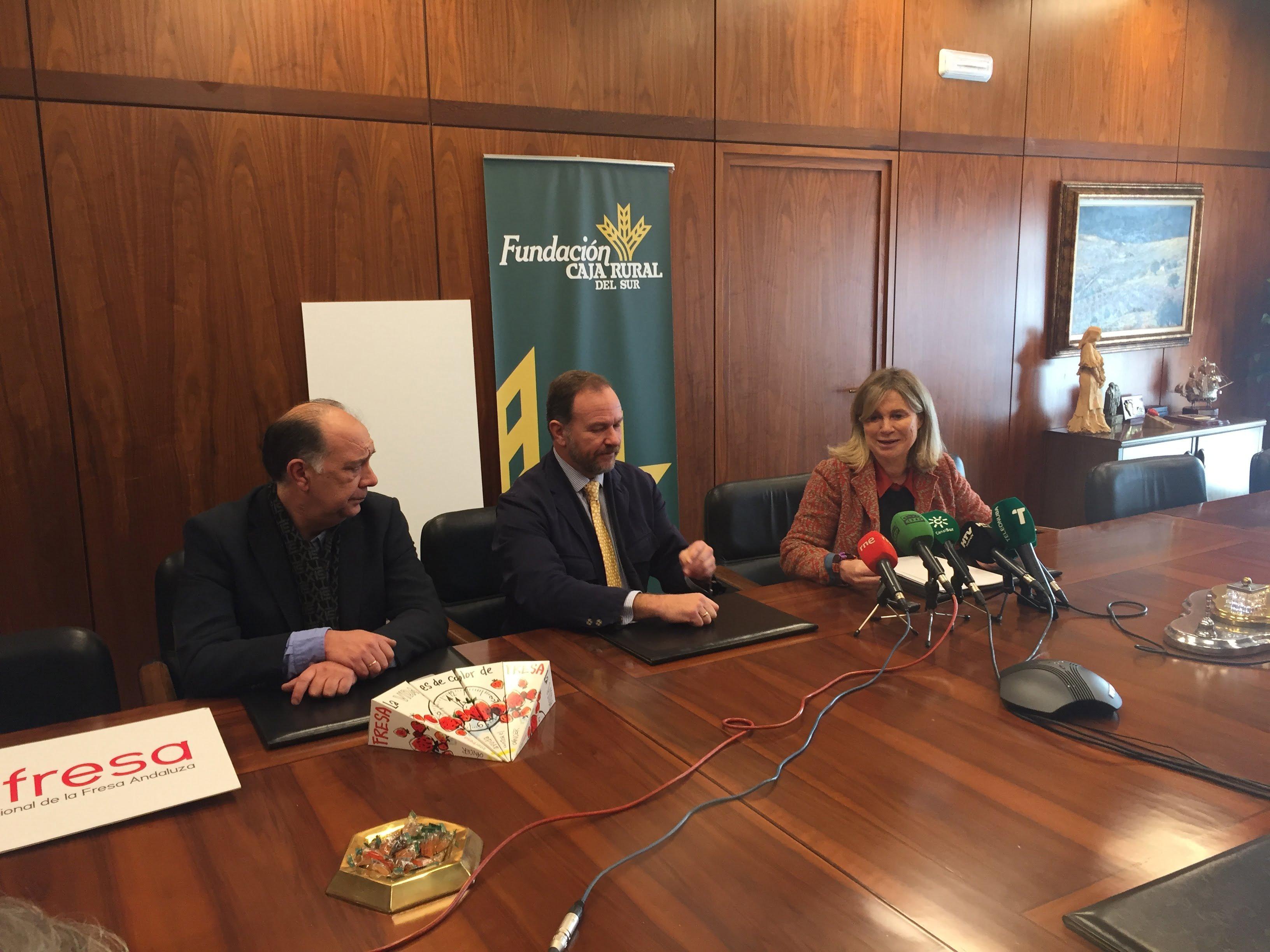 La representante de la AECC de Huelva, Gloria Puig, agradeció el apoyo recibido desde Interfresa con las 'Campanadas con fresas' en la que este año ha participado el comercio onubense.