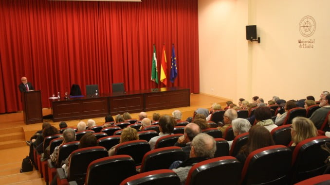 Conferencia del ex rector de la Universidad de Huelva, Antonio Ramírez de Verger.