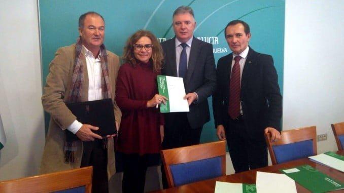 Acto de entrega de la resolución del nuevo Taller de Empleo 'Quercus' que se va a desarrollar en Islantilla a partir de la próxima primavera