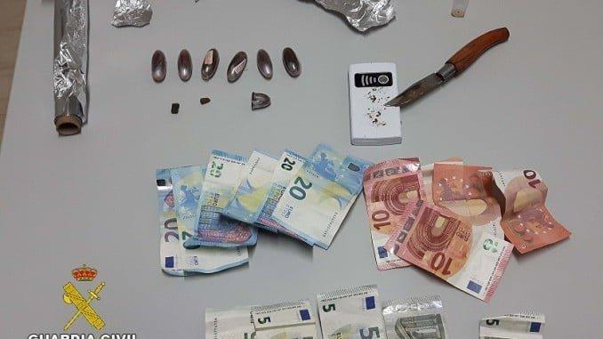 Droga y efectos aprehendidos por la Guardia Civil