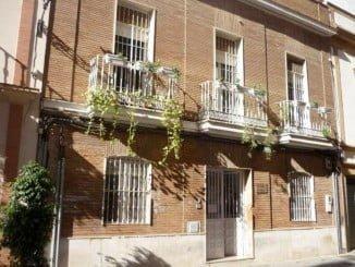 El Albergue juvenil de Huelva, junto con el Centro para Transeúntes o las propias dependencias de la Policía Local, acogerán en esta fría noche a los sin techo