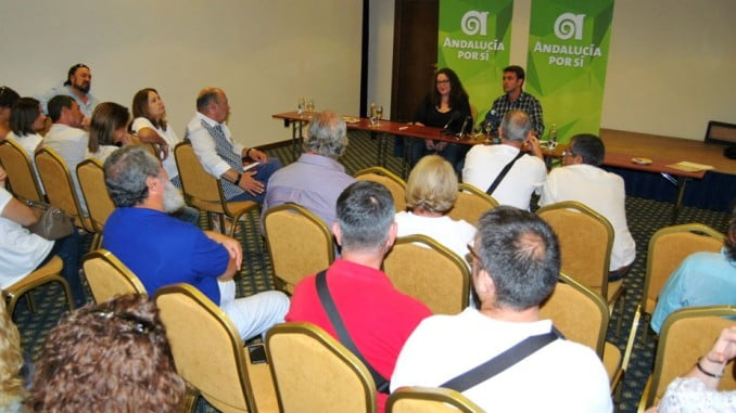 Representantes de AxSí se reúnen en Isla Cristina con los afectados de la chrila