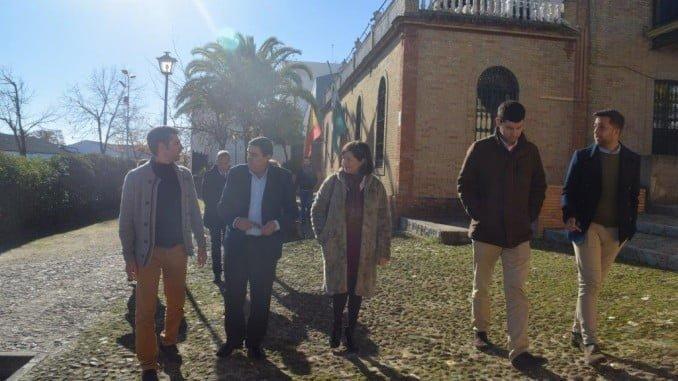 El delegado territorial de Educación, Vicente Zarza, durante su visita al Conservatorio de Valverde