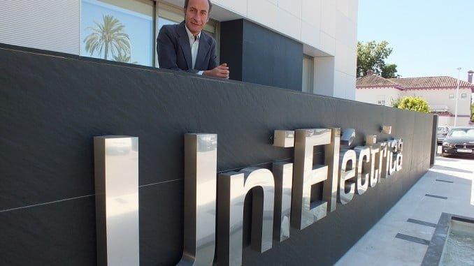 Diego Montes, en el exterior de la sede de Unieléctrica