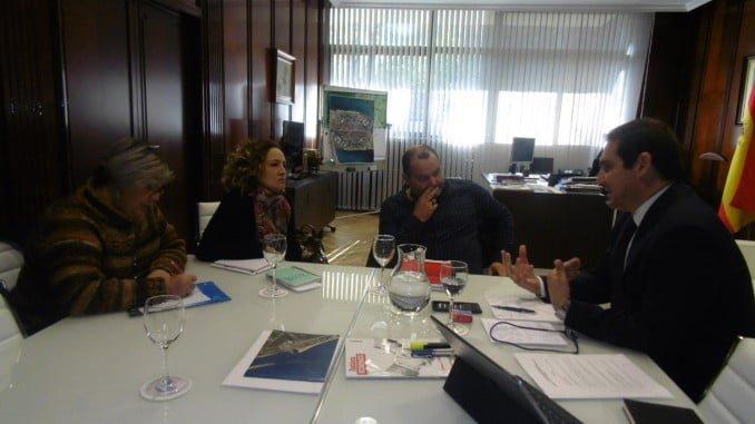 Encuentro de representantes de IU con el Puerto de Huelva para hablar de infraestructuras