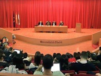Francisco Mora imparte una interesante conferencia en la Universidad de Huelva