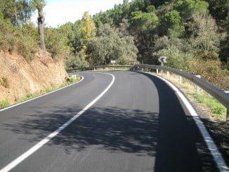 Se ha rehabilitado el firme de la carretera HU-8116 en el acceso al núcleo urbano de Valdelarco