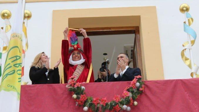 El Heraldo de los Reyes Magos, junto al alcalde de La Palma, con las llaves de la ciudad