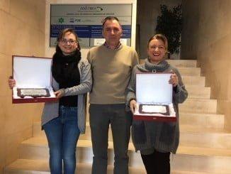 Los ganadores del Concurso de Decoración Navideña de Aracena, con las placas que lo acreditan