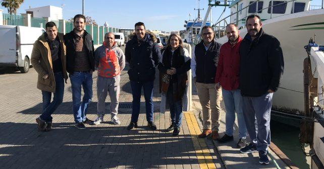 La Comisión Ejecutiva Provincial del PSOE de Huelva y el Grupo Parlamentario han mantenido un encuentro con el presidente de la Asociación de los Armadores de Punta del Moral, Alonso Abreu, y otros representantes del sector