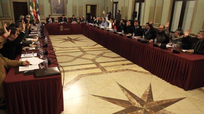 Las Medallas de Huelva han contado con el rechazo de  Mesa de la Ría y la abstención de Participa Huelva