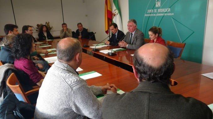 El delegado de la Junta en Huelva junto al delegado de Economía, Innovación, Ciencia y Empleo