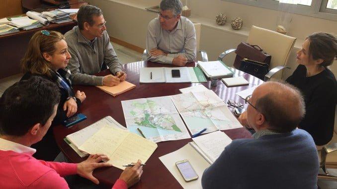 Cortés se ha reunido con representantes de los ayuntamientos de Trigueros, Moguer y San Juan del Puerto