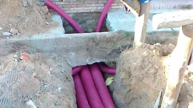 En la imagen, momento de soterramiento de cableado por parte de Endesa
