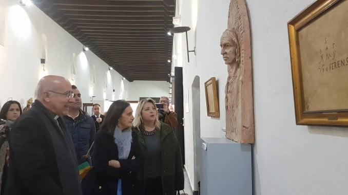 El obispo ha inaugurado la exposición sobre el Voto Colombino en el Monasterio de Santa Clara