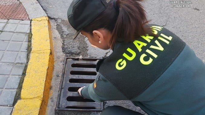 La Guardia Civil localiza en una alcantarilla el móvil de alta gama robado
