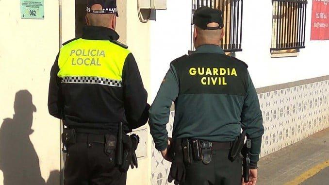 La Guardia Civil y la Policía Local de San Juan del Puerto han detenido a los dos individuos