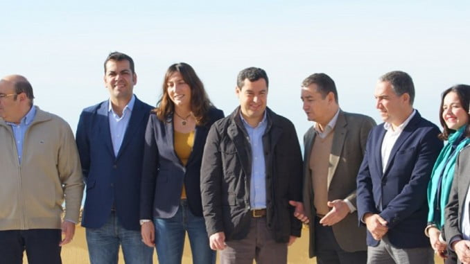Juanma Moreno junto a los presidentes provinciales del PP andaluz en Cádiz