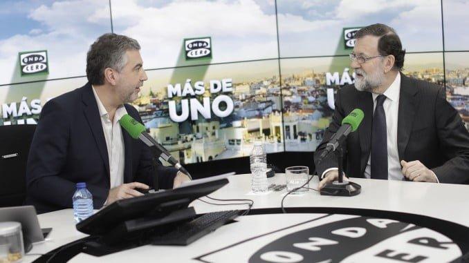 Mariano Rajoy junto a Carlos Alsina en el programa 'Más de uno' de Onda Cero