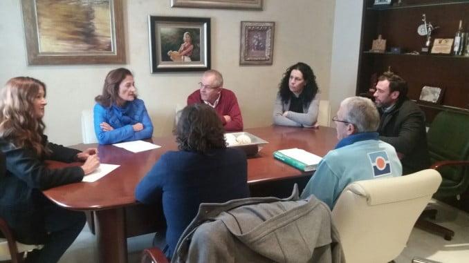 Reunión de los delegados de Salud de Huelva y Sevilla con la alcaldesa de Chucena