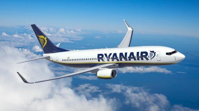 A partir del lunes los que viajen en Ryanair sin 'embarque prioritario' solo podrán subir el bulto de mano más pequeño a la cabina