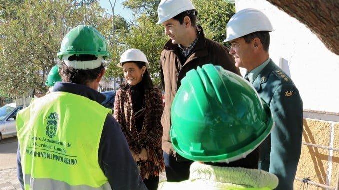 La subdelegada del Gobierno y el alcalde visitan las obras del Pfea en Valverde