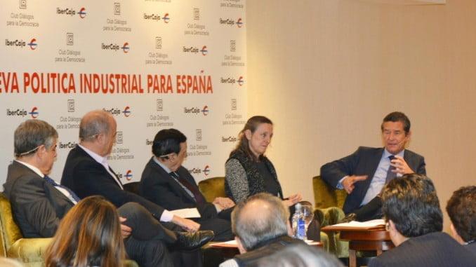 Pie de foto: Mario Armero, vicepresidente de ANFAC, durante su intervención en el debate del Club Diálogos para la Democracia