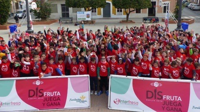 Muchas niñas y niños participaron en la fiesta de Bonares apoyada por Interfresa y Fundación Caja Rural de Sur.