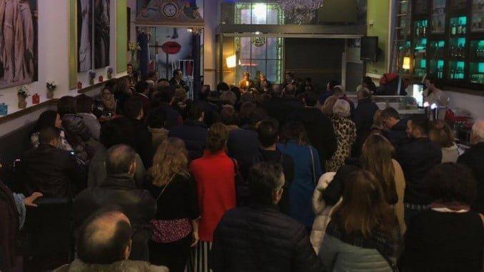 Muchos militantes del PP en la capital se dieron citar en el Comercial para reclamar órganos de dirección propios como ocurre en todos los pueblos.