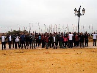 Participantes en la ruta de senderismo organiza por los cardíacos onubenses.