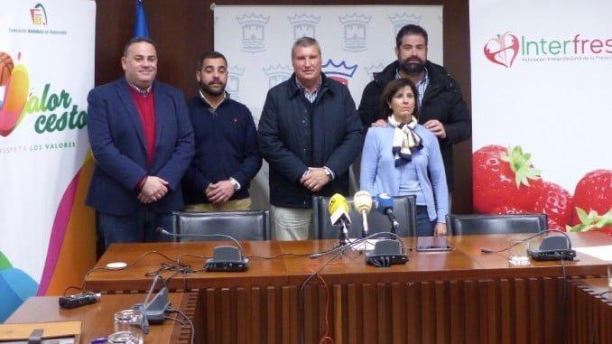 Presentado en el Ayuntamiento de Cartaya el programa 'DisFRUTA, juega y gana' en el que colabora Interfresa y Fundación Caja Rural el Sur.