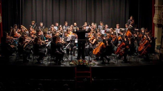 Con un concierto beneficocelebró este martes la AIQBE el Día de la Industria.